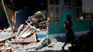Σεισμός Ινδονησία: Αυξάνονται οι νεκροί - Απομακρύνθηκαν 2.000 τουρίστες