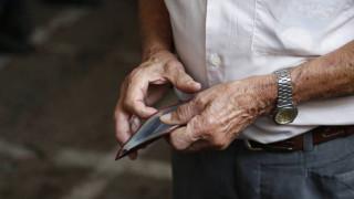 Μειώσεις στις επικουρικές συνταξιούχων τραπεζοϋπάλληλων