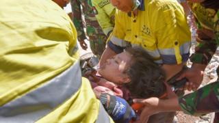 Ινδονησία: 23χρονη ανασύρθηκε ζωντανή από τα συντρίμμια δύο μέρες μετά τον φονικό σεισμό