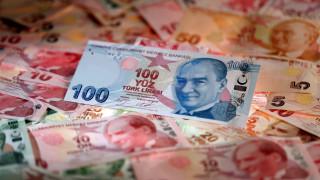 Προσφυγή στο ΔΝΤ και capital controls εξετάζει η Τουρκία