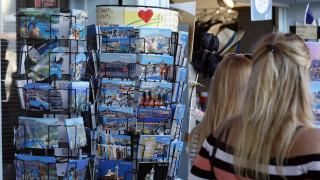 Οι Γαλλίδες τα 'βαλαν με τις... καρτ ποστάλ
