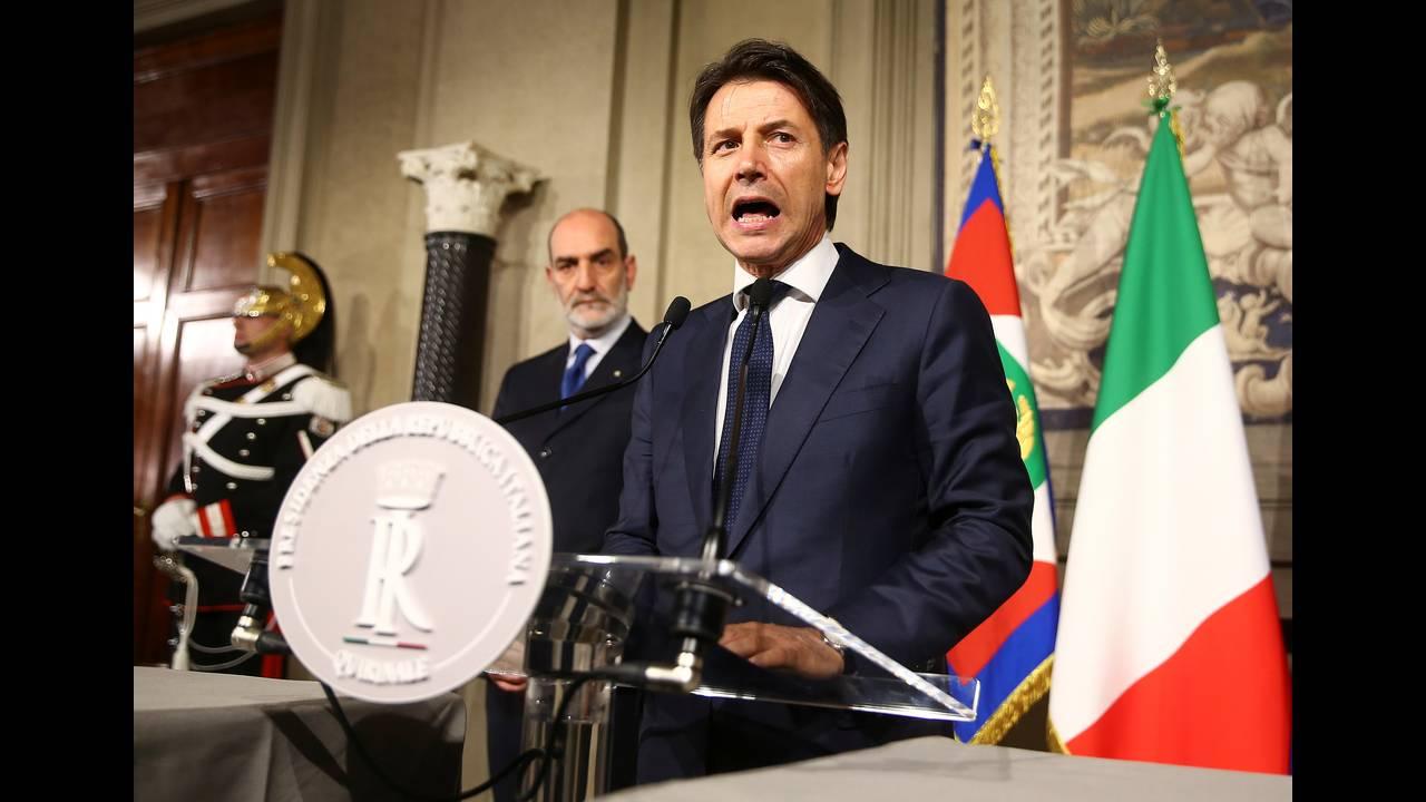 https://cdn.cnngreece.gr/media/news/2018/08/08/141939/photos/snapshot/2018-05-27T183217Z_1581603612_RC1843A12B50_RTRMADP_3_ITALY-POLITICS.JPG