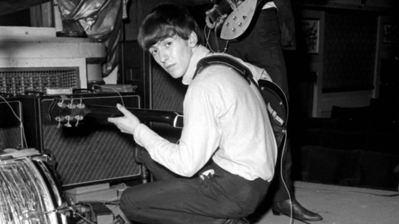 Στο «σφυρί» κιθάρα του Τζορτζ Χάρισον από τις εμφανίσεις του στο Cavern Club