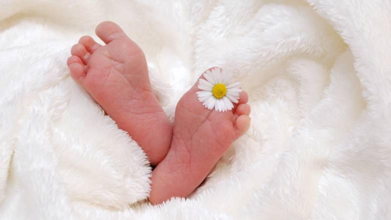 Το 43% των παιδιών στην Ευρώπη γεννιούνται εκτός γάμου-Τι ποσοστά καταγράφει η Ελλάδα