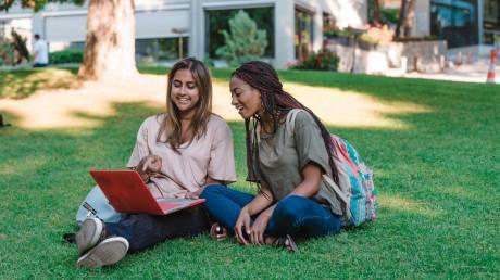 Study Abroad: Το πρόγραμμα που στέλνει Έλληνες φοιτητές στα κορυφαία πανεπιστήμια του εξωτερικού