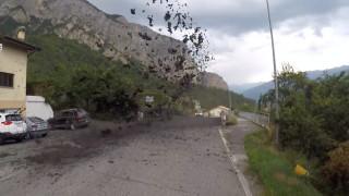 Χείμαρρος λάσπης «καταπίνει» ελβετικό χωριό