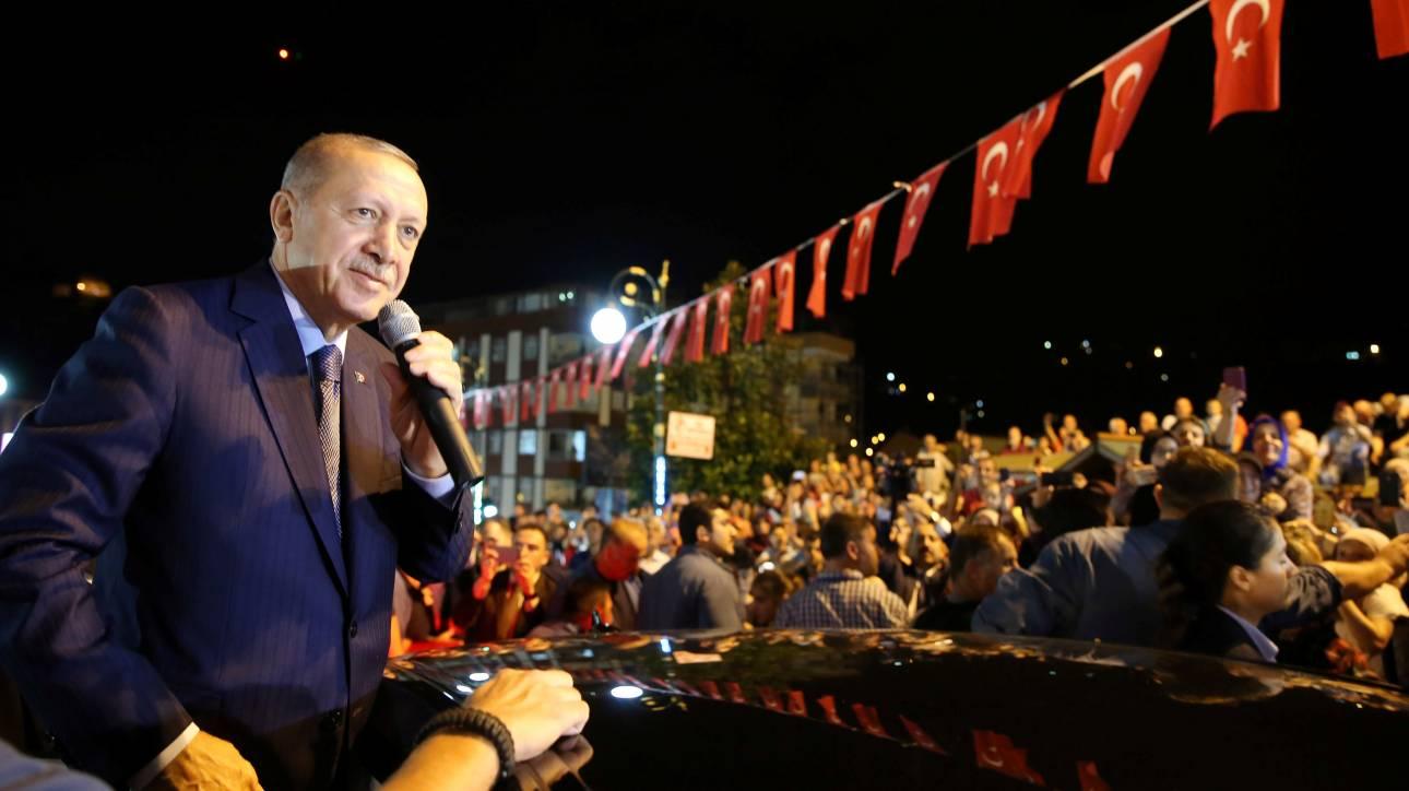 Ερντογάν: Εκείνοι έχουν τα δολάριά τους, εμείς έχουμε τον Θεό μας