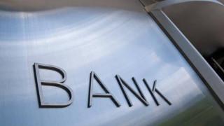 «Γκάζι» στις αναδιαρθρώσεις, πωλήσεις και ρυθμίσεις δανείων πατάνε οι τράπεζες