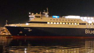 Πρόσκρουση επιβατηγού πλοίου στο λιμάνι της Σύρου