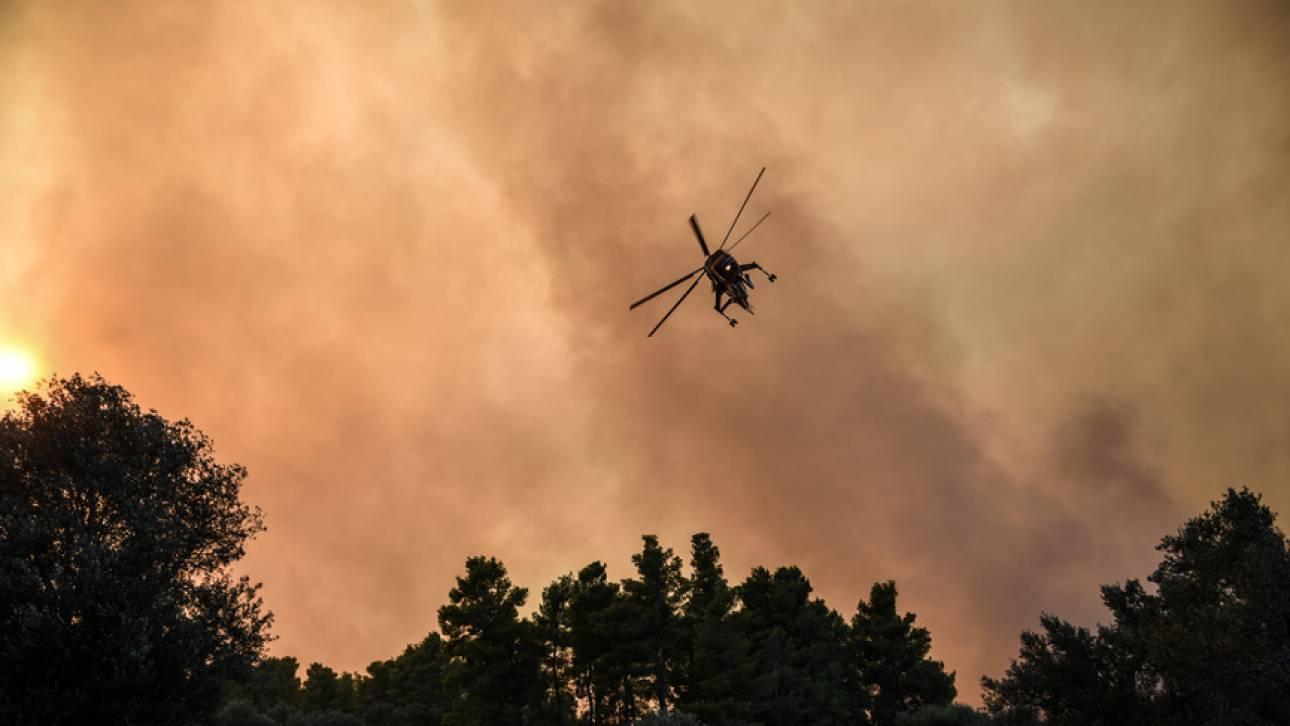 Φωτιά Μάτι: Έμεινε από καύσιμα το πρώτο ελικόπτερο που έφτασε στο σημείο