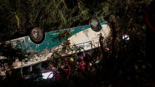 Ισημερινός: 23 νεκροί από σύγκρουση λεωφορείου με αυτοκίνητο