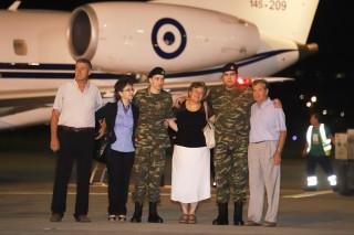 Έφτασαν στην Ελλάδα οι δύο Έλληνες στρατιωτικοί