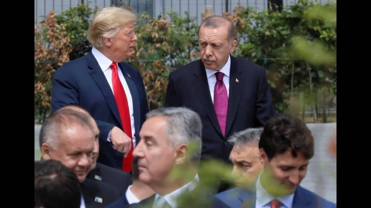 https://cdn.cnngreece.gr/media/news/2018/08/15/142774/photos/snapshot/2018-07-11T151545Z_1944711278_RC139D64C3E0_RTRMADP_3_NATO-SUMMIT.jpg