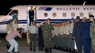Δύο Έλληνες στρατιωτικοί: Καρέ-καρέ η έλευσή τους στην Ελλάδα