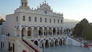 Δεκαπενταύγουστος: Η Ελλάδα «φοράει» τα γιορτινά της και τιμά την Παναγία