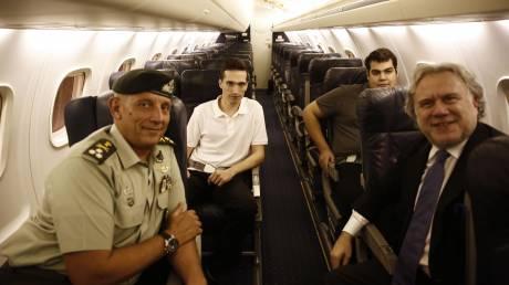 Βίντεο μέσα από το αεροσκάφος με το οποίο επαναπατρίστηκαν οι Έλληνες στρατιωτικοί