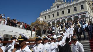 Δεκαπενταύγουστος: Πλήθος κόσμου για προσκύνημα στην Τήνο