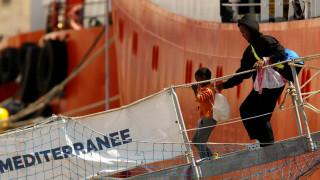 Αποβιβάστηκαν οι 141 μετανάστες του Aquarius στη Μάλτα