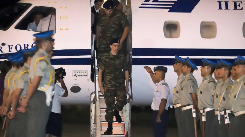 «Ανάσα» και ικανοποίηση από την επιστροφή των δύο στρατιωτικών