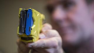 ΗΠΑ: Αστυνομικός χρησιμοποίησε όπλο taser εναντίον 87χρονης που μάζευε χόρτα