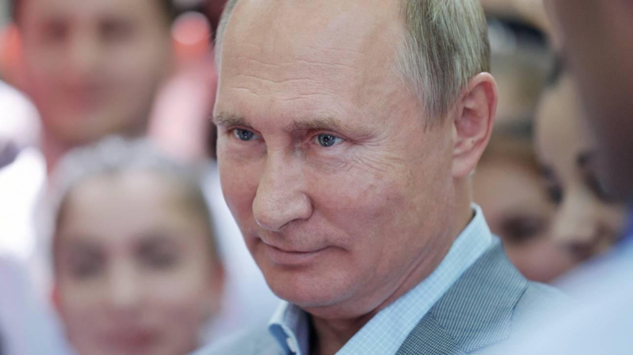 Το γαμήλιο δώρο του Πούτιν στην ΥΠΕΞ της Αυστρίας
