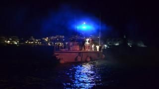 Οινούσσες: Έρευνες του Λιμενικού για τον εντοπισμό τριών Ελληνοαμερικανών μετά από ανατροπή λέμβου