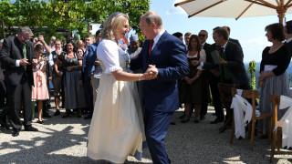 Ο χορός του Πούτιν με την Αυστριακή ΥΠΕΞ