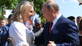 Αντιδράσεις για την παρουσία Πούτιν στον γάμο της Κάριν Κνάισλ