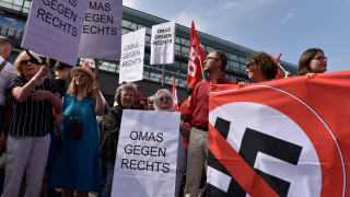 Συγκρούσεις ακροδεξιών με αντιναζιστές στο Βερολίνο