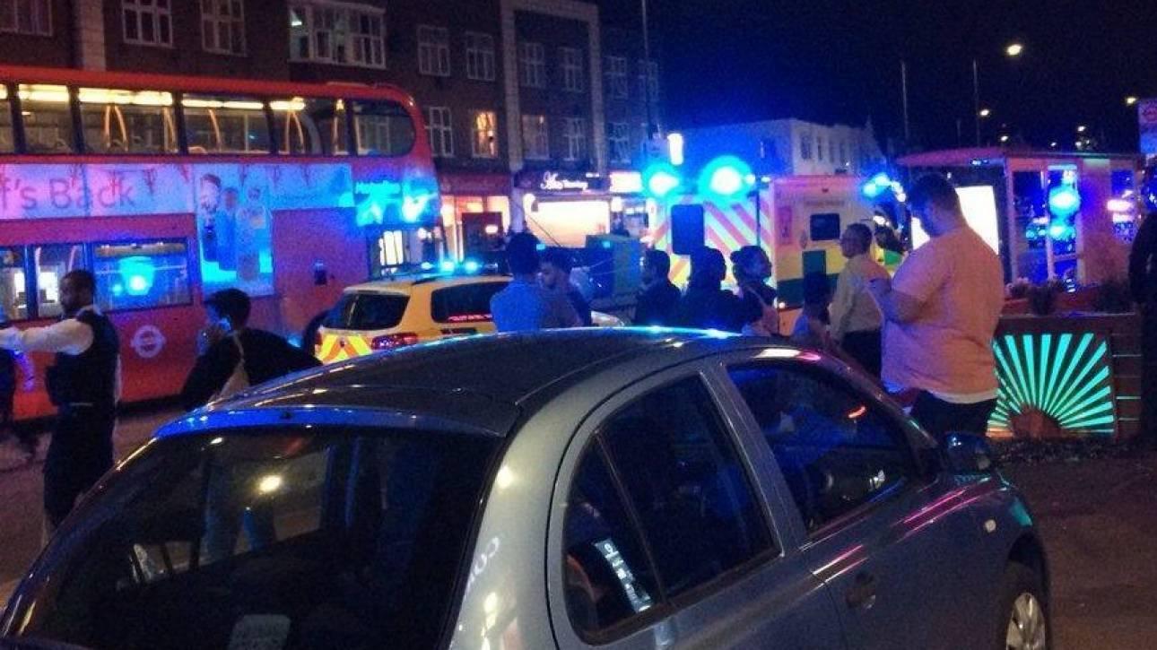 Συναγερμός στο Λονδίνο: Τρεις τραυματίες από σφαίρες έξω από σταθμό του μετρό στο Κίνγκσμπερι