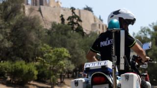 Με έρευνες σε σπίτια ψάχνουν τους δράστες της δολοφονίας του 25χρονου στο λόφο Φιλοπάππου