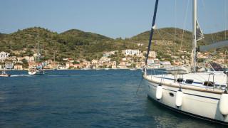 Ιθάκη: Το νησί του Οδυσσέα με τα βαθυγάλανα νερά
