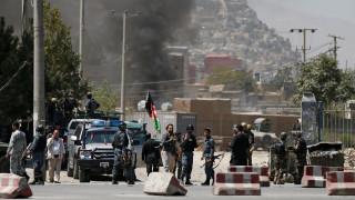 Πεδίο μάχης η Καμπούλ - Εκτοξεύτηκαν ρουκέτες κοντά στο Προεδρικό