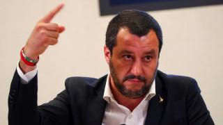 Ο Σαλβίνι απειλεί εκ νέου να στείλει μετανάστες πίσω στη Λιβύη