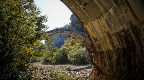 Το φημισμένο γεφύρι Κόκκορη στο Ζαγόρι