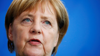 Handelsblatt: Η Μέρκελ θέλει Γερμανό στο «τιμόνι» της Κομισιόν