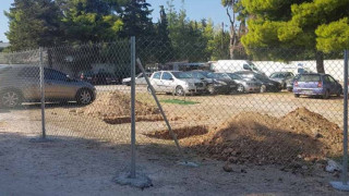 Νέα Μάκρη: Θάβουν τους νεκρούς σε… πάρκινγκ