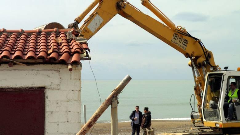 Προκήρυξη διαγωνισμού για την κατεδάφιση αυθαιρέτων στο παραλιακό μέτωπο Αθηνών - Σουνίου