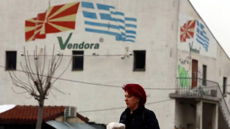 Δημοψήφισμα πΓΔΜ: Γρίφος η στάση της αντιπολίτευσης, «μάχη» στα κοινωνικά δίκτυα