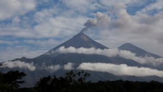 Συναγερμός στην Παπούα Νέα Γουινέα λόγω έκρηξης ηφαιστείου
