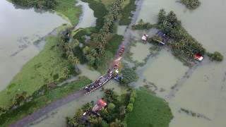 Ινδία: Στους 445 οι νεκροί από τις πλημμύρες