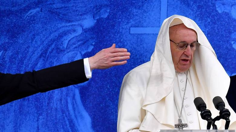 Προσευχή και ψυχίατρο συστήνει ο Πάπας για τα παιδιά με ομοφυλοφιλικές τάσεις