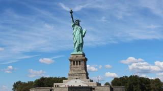 Φωτιά στο Άγαλμα της Ελευθερίας: Εκκενώθηκε το νησί