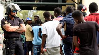 Χειροπέδες σε μετανάστες που εισήλθαν «δια της βίας» στη Θέουτα