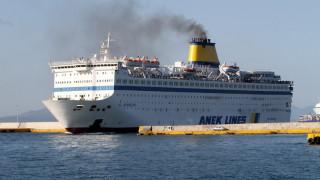 Φωτιά στο πλοίο «Ελ. Βενιζέλος»: Δύναμη της ΕΜΑΚ σπεύδει στο σημείο με πλοιάριο της πυροσβεστικής