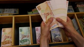 Νέα υποχώρηση της τουρκικής λίρας έναντι του δολαρίου μετά τις δηλώσεις Αλμπαϊράκ