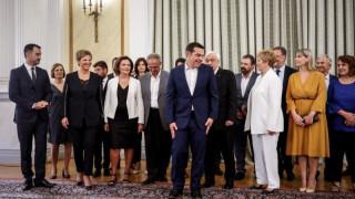 Καρέ-καρέ η ορκωμοσία των νέων μελών της κυβέρνησης