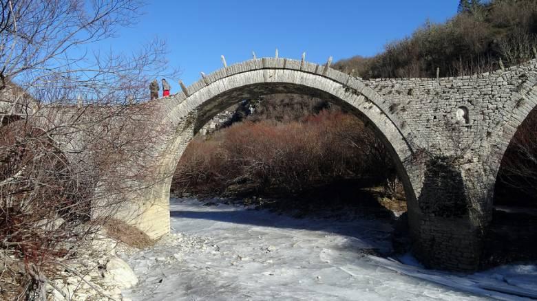 Καλογερικό: Εργασίες αποκατάστασης του διάσημου τρίτοξου γεφυριού