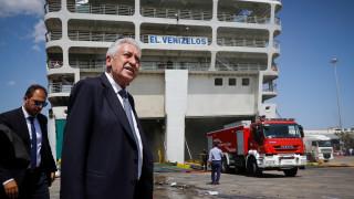 Συνεχίζεται η επιχείρηση κατάσβεσης στο «Ελευθέριος Βενιζέλος»-Στον Πειραιά ο Κουβέλης
