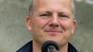 Νορβηγός υπουργός παραιτήθηκε για να δώσει προτεραιότητα στη σταδιοδρομία της συζύγου του
